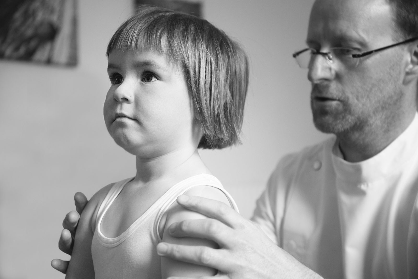 Osteopath with child looking at alignment